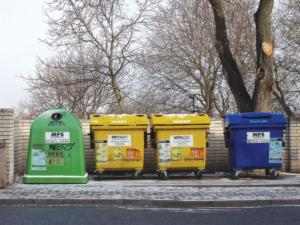 Typický žlutý kontejner na plastový odpad se stal běžnou výbavou téměř každého města či vesnice.