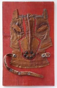 Pejsek, kůže, kov, dřevo, 2012, 56,5 x 34,5 cm