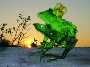 Veronika Richterová, PET-ART, pet lahev, umění z odpadu, recyklace, up-cycling, ropucha obecná