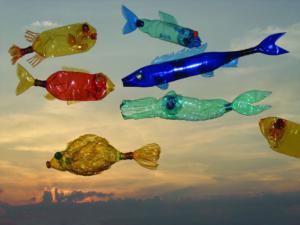 Veronika Richterová, PET-ART, pet lahev, umění z odpadu, recyklace, up-cycling, ryby